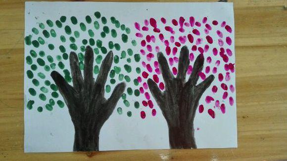 大班美术活动:大树(手指印画)图片